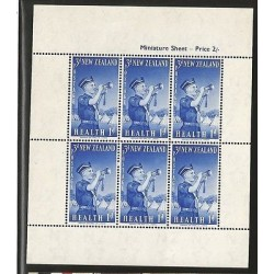 E)1950 NEW ZEALAND, SOLDIER PLAYING TRUMPET, MINIATURE SHEET, MNH