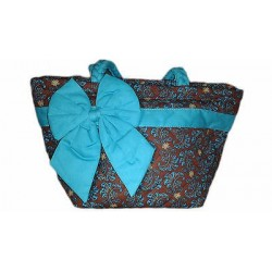 Canvas bag with bow detail. (11.81 x 7.48 in)