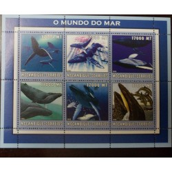 A) 2002, MOZAMBIQUE, WHALES, LIFE FAUNA, MNH, MULTICOLORED, BLOCK OF 6