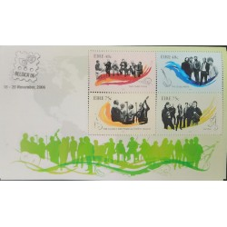 A) 2006, IRELAND, MUSIC, IRISH GROUPS, MINISHEET, CORNAMUSA, BANJO, GUITAR, VIOLINS